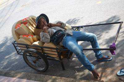 işçinin işyerinde uyuması