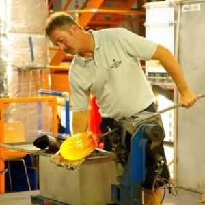 esnaf dukkanında çalışan işçi
