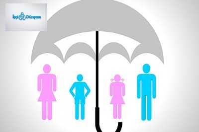şemsiye altında insanlar ve çocuklar