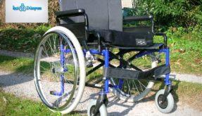 mavi siyah tekerlekli sandalye